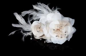Haargesteck mit Federn für die Brautfrisur